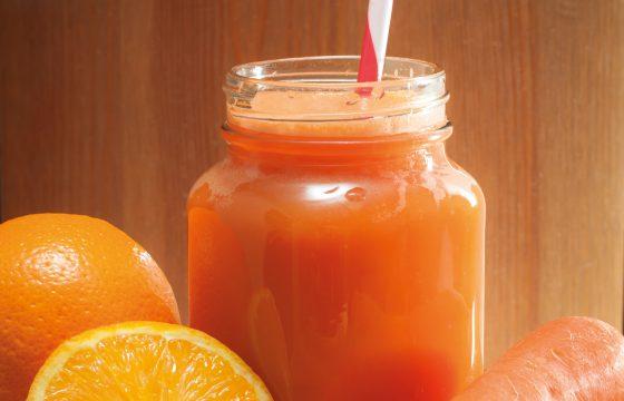 Suco de frutas revitalizante